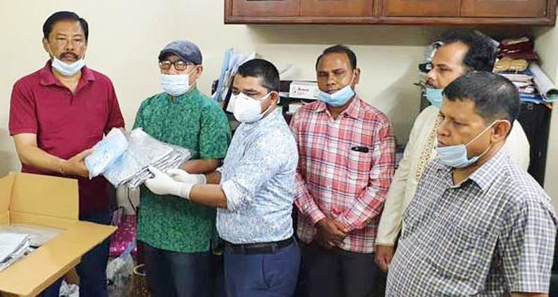 বান্দরবানে পার্বত্যমন্ত্রীর পিপিই এন-৯৫ মাস্ক পেল স্বাস্থ্য বিভাগ