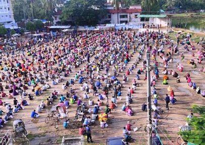 বান্দরবানে ৫২০০ জনে ঈদসামগ্রী দিলেন পার্বত্যমন্ত্রী