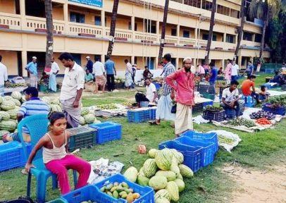 ঈদগাঁও কাঁচাবাজার অবশেষে স্কুল মাঠে, ৯ দোকানে জরিমানা