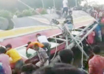 জোয়ারিয়ানালায় শ্যামলী বাস উল্টে দুই যাত্রী নিহত, আহত অনেকেই