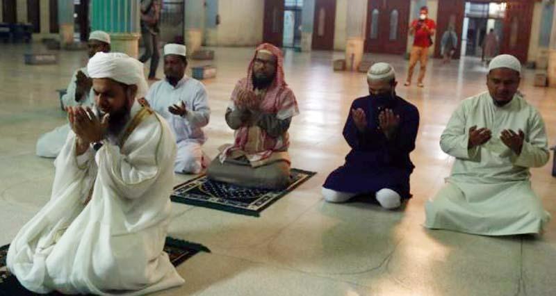 মসজিদে সভা-সমাবেশ নয়, স্বাস্থ্যবিধি মেনে পড়তে হবে তারাবি